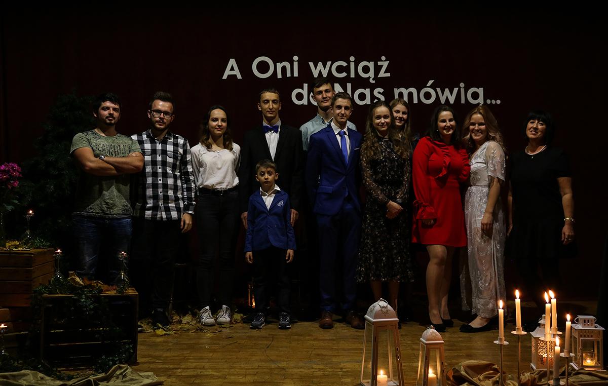 grupowe_wieczorek_poetycki_2019_